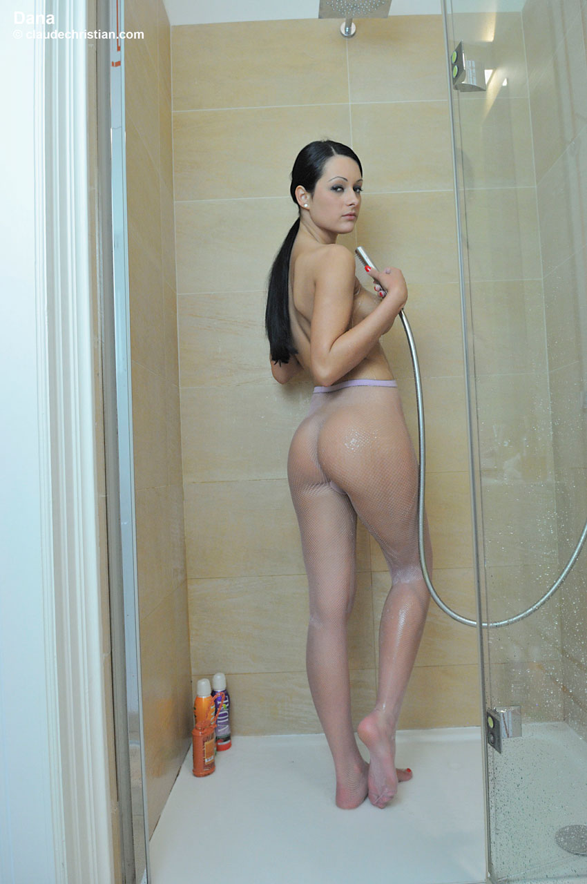 Naked Wemon In The Shower 7